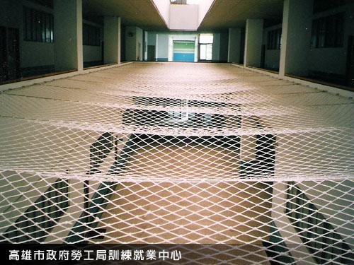 高雄市政府勞工局訓練就業中心-樓梯安全網工程